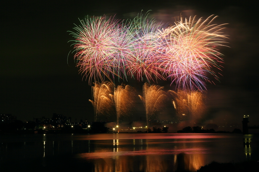 fireworks-japan-city-river