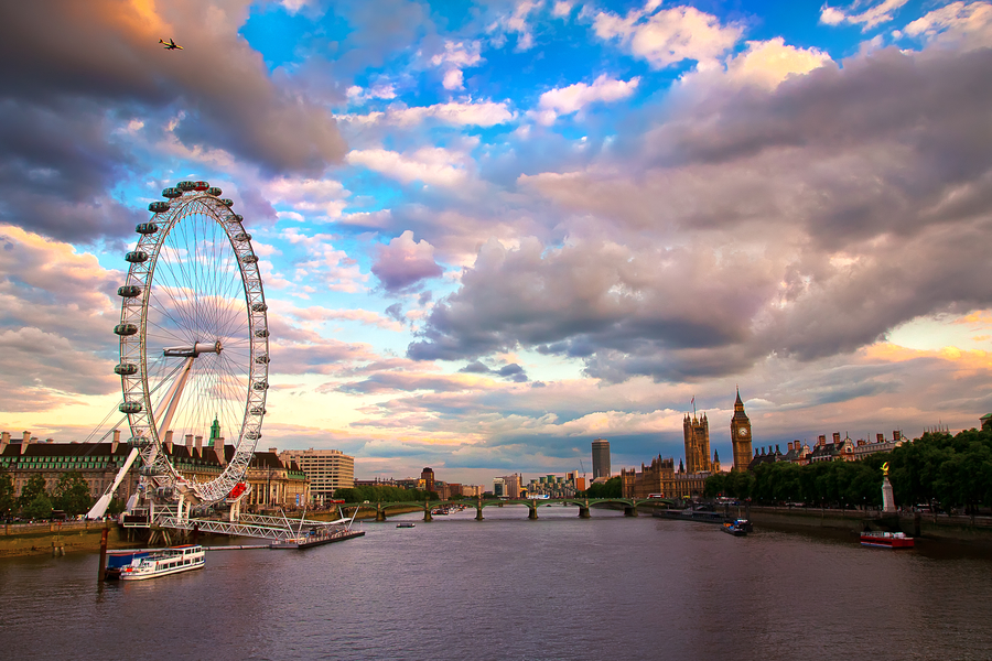 london-river-thames-clouds-city