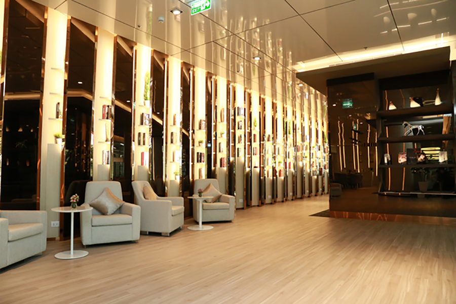 The design at Miracle First Class Lounge is modern and contemporary, giving a real touch of class