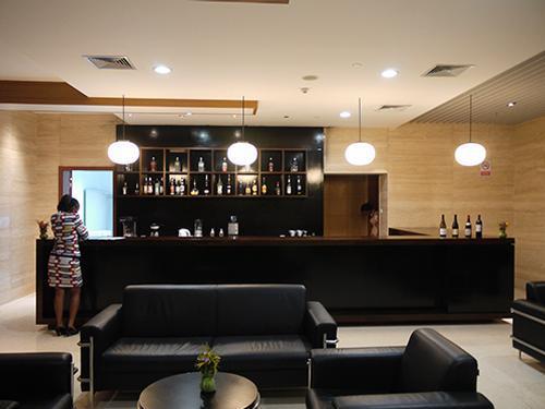 Salon Ebene, Maya Maya airport