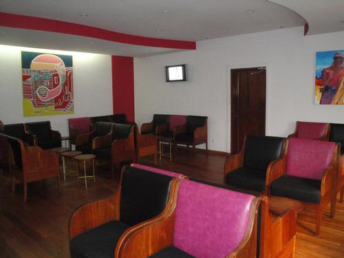 Club Market VIP Lounge, Douala International