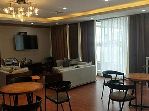 No. 5 VIP Lounge