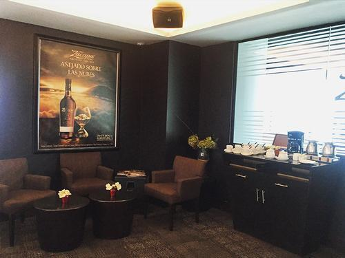 Los Añejos Lounge - Guatemala, La Aurora Int'l