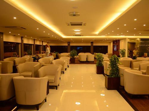 Moonimaa Lounge, Male International