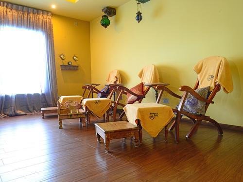 Moonimaa Lounge, Male International