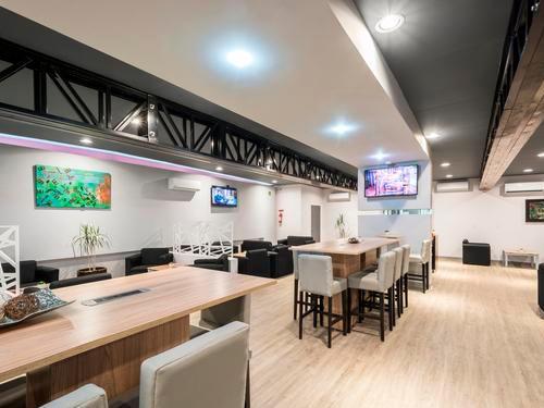 Oma Premium Lounge, Mariano Escobedo International
