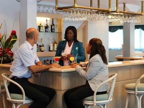 Iyanola Executive Lounge
